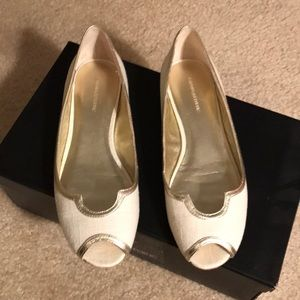 Banana Republic Cream and Gold Flats